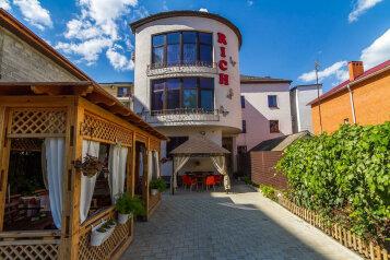 Гостевой дом, улица Самбурова, 211 на 24 номера - Фотография 1