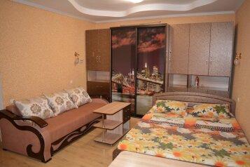 3-комн. квартира, 60 кв.м. на 8 человек, улица Гоголя, 30, Евпатория - Фотография 1