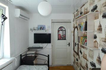 Дом , второй этаж полностью, 70 кв.м. на 6 человек, 2 спальни, улица Пуцатова, 10, Алушта - Фотография 1