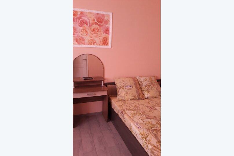 Семейный отдых у моря(комфортный номер на 2м этаже), улица Комарова, 6, Феодосия - Фотография 1