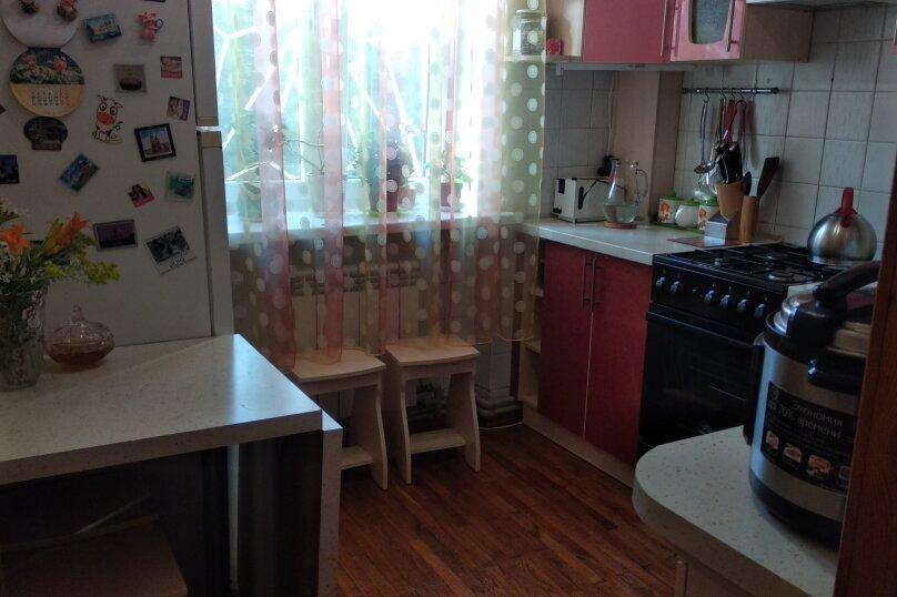 2-комн. квартира, 48 кв.м. на 4 человека, проспект Ленина, 40, Евпатория - Фотография 1