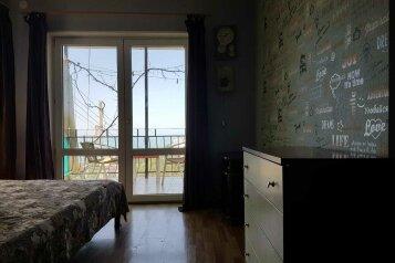 Комнаты в гостевом домике с видом на море и горы, улица Володарского, 3 на 2 номера - Фотография 2