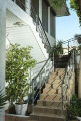 Гостевой дом , Профсоюзная улица, 35Б на 5 комнат - Фотография 1