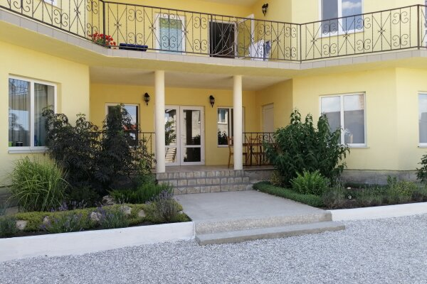 Гостевой дом, улица 70 лет Октября, 30 на 6 номеров - Фотография 1