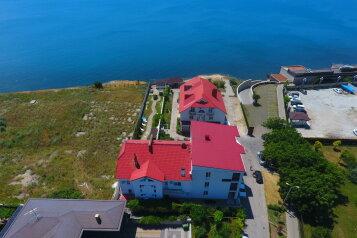 Гостевой дом на берегу Черного моря, Крутой проезд, 4 на 22 номера - Фотография 1