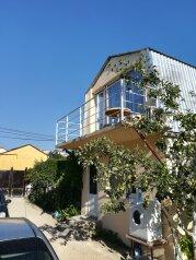 Двух этажный коттедж , 45 кв.м. на 5 человек, 2 спальни, Лучистая, 15, Судак - Фотография 1