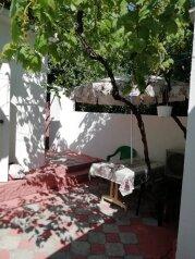 Сдаю дом   под   ключ, 45 кв.м. на 6 человек, 2 спальни, Таврическая улица, 12, Алушта - Фотография 1
