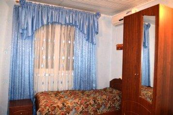 Четырехместный люкс:  Номер, Семейный, 4-местный, 1-комнатный, Гостевой дом, Приветливая улица, 9 на 8 номеров - Фотография 4