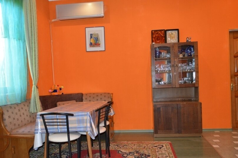 Отдельно стоящий домик с закрытой территорией, 110 кв.м. на 10 человек, 3 спальни, улица Дмитриева, 16А, Ялта - Фотография 11