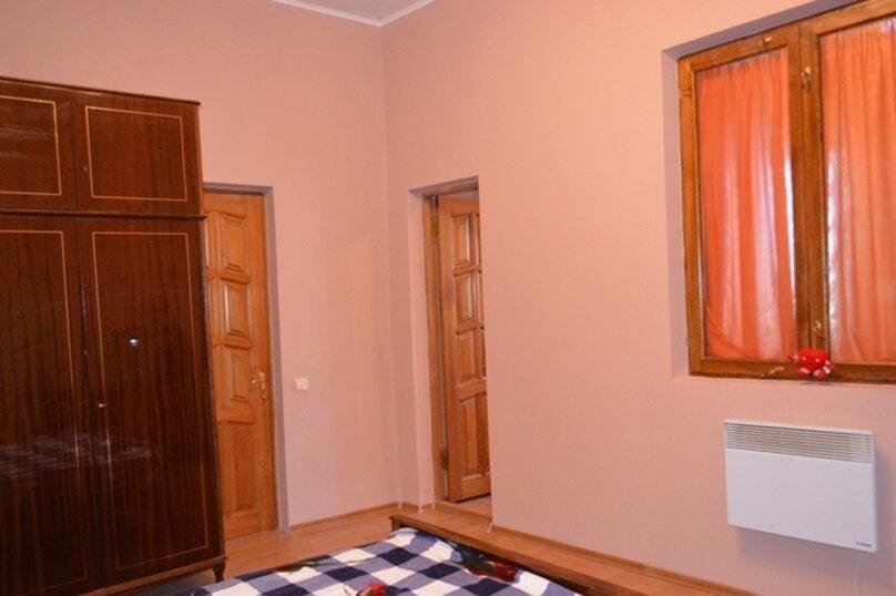 Отдельно стоящий домик с закрытой территорией, 110 кв.м. на 10 человек, 3 спальни, улица Дмитриева, 16А, Ялта - Фотография 17