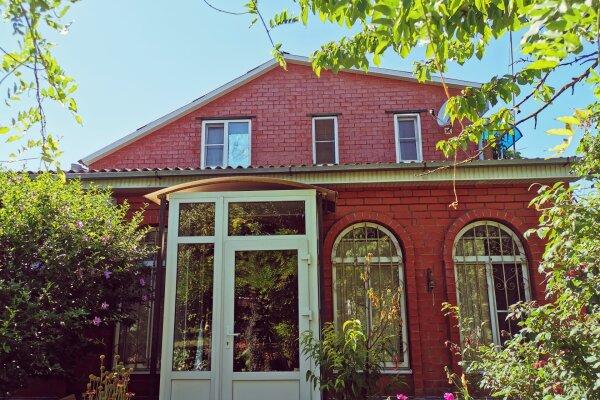 Частный гостевой дом на улице Мира, улица Мира, 36 на 7 комнат - Фотография 1