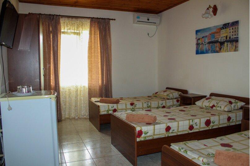 Трехместный с балконом (раздельные кровати), Мирный переулок, 8, Кабардинка - Фотография 1