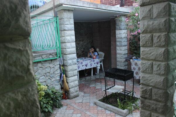 Дом 100м эконом класс,двор,стоянка., 100 кв.м. на 7 человек, 2 спальни, Таврическая улица, 36, Алушта - Фотография 1
