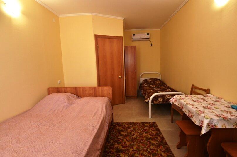 Трехместный номер (2 этаж), улица Гагарина, 26, Кучугуры - Фотография 2