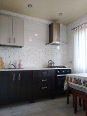 3-комн. квартира, 70 кв.м. на 7 человек, улица Молокова, 32, Адлер - Фотография 1