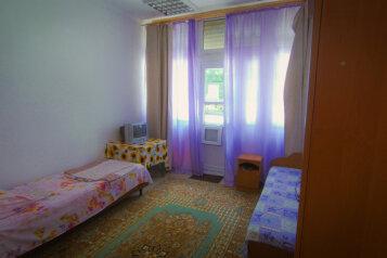 Номер 2:  Номер, 3-местный, 1-комнатный, Частный сектор, Новороссийская улица, 260 на 5 номеров - Фотография 4