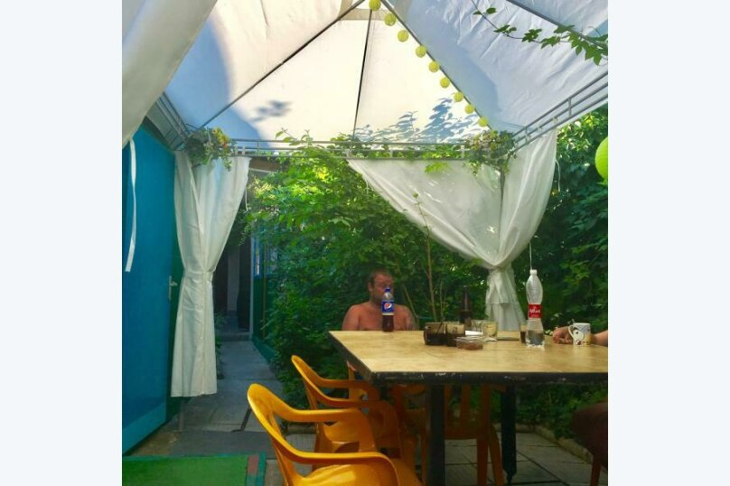 Гостевой дом Тенистый дворик, улица Самбурова, 84/2 на 5 комнат - Фотография 4