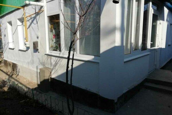 Судак, 50 кв.м. на 8 человек, 3 спальни, улица Чехова, 6, Судак - Фотография 1