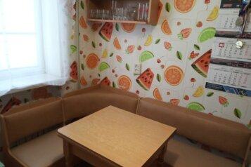 2-комн. квартира, 48 кв.м. на 5 человек, Фёдоровская улица, 43, посёлок Любимовка, Севастополь - Фотография 1
