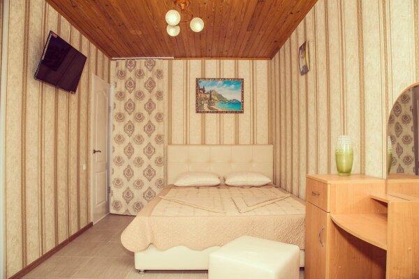 Гостевой дом, улица Генерала Бирюзова, 54 на 20 комнат - Фотография 1