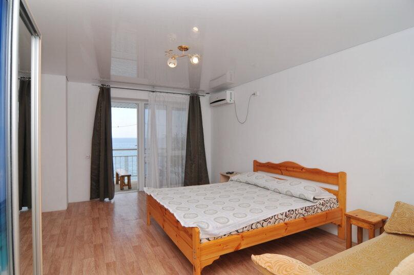 Стандартный четырехместный с балконом и видом на море, Морская, 28, Коктебель - Фотография 1