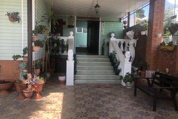 """Мини-гостиница """"Mарианна"""", Солнечная улица, 8 на 7 комнат - Фотография 1"""