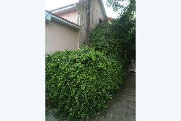 Апартаменты и студия, улица Ивана Голубца, 31 на 2 комнаты - Фотография 1