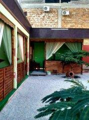 Дом, 150 кв.м. на 10 человек, 4 спальни, улица Денъизджилер, 4, Судак - Фотография 1