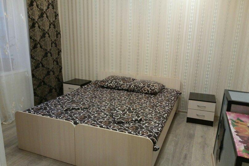 Дом с 2-мя спальнями, 80 кв.м. на 6 человек, 2 спальни, Художников, 4, Судак - Фотография 2