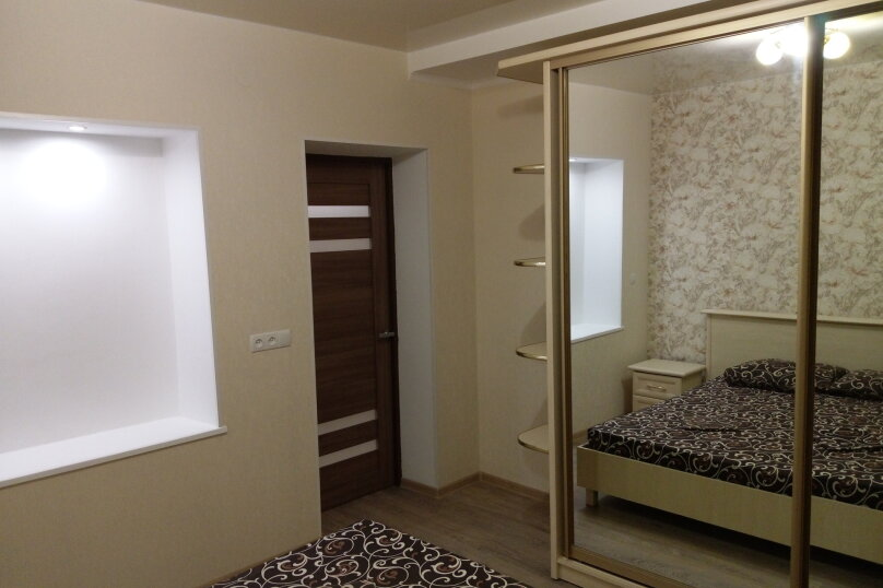 Дом с 2-мя спальнями, 80 кв.м. на 6 человек, 2 спальни, Художников, 4, Судак - Фотография 13