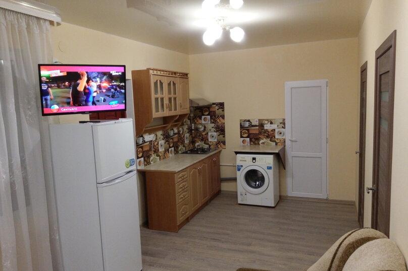 Дом с 2-мя спальнями, 80 кв.м. на 6 человек, 2 спальни, Художников, 4, Судак - Фотография 14