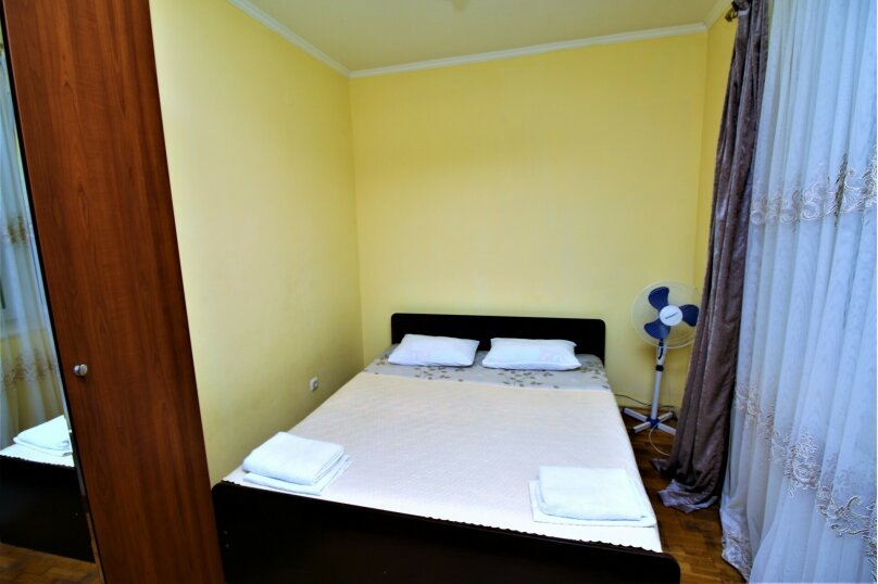 Дом для отпуска в центре Адлера на 8 человек, до моря 7 минут, 120 кв.м. на 10 человек, 3 спальни, Куйбышева, 44, Адлер - Фотография 5