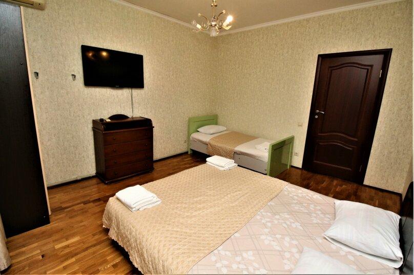 Дом для отпуска в центре Адлера на 8 человек, до моря 7 минут, 120 кв.м. на 10 человек, 3 спальни, Куйбышева, 44, Адлер - Фотография 12