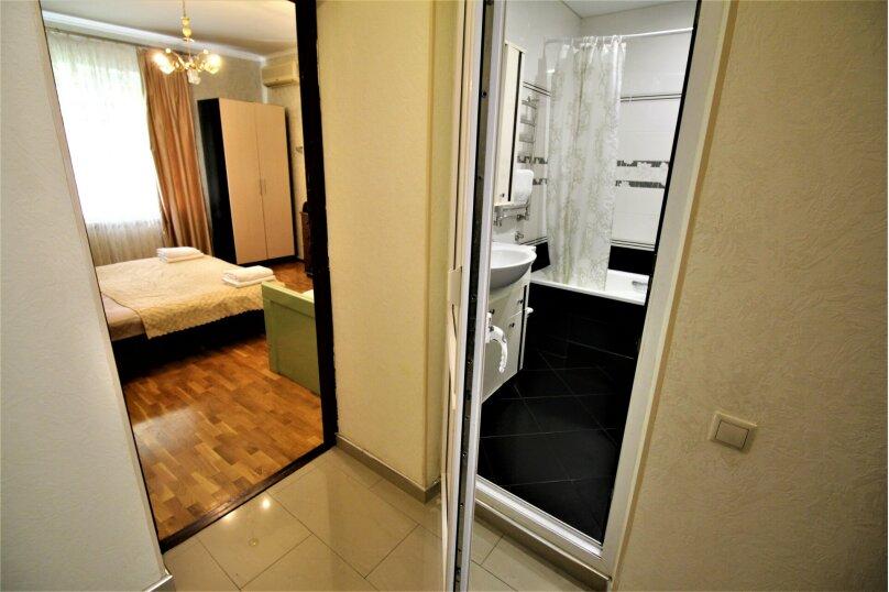 Дом для отпуска в центре Адлера на 8 человек, до моря 7 минут, 120 кв.м. на 10 человек, 3 спальни, Куйбышева, 44, Адлер - Фотография 15