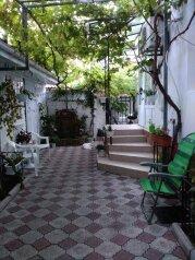 Трехкомнатный двухэтажный дом., 95 кв.м. на 8 человек, 3 спальни, Военно-морской переулок, 5, Феодосия - Фотография 2