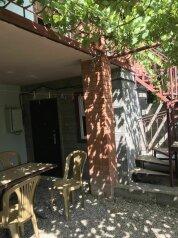 Гостевой дом, мкр Уютное, улица Истрашкина на 4 номера - Фотография 1