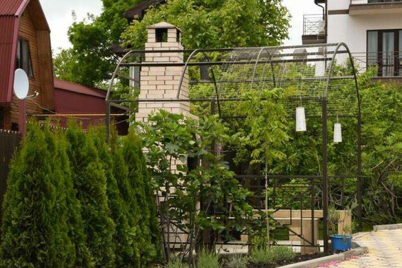"""Гостевой дом """"Лавандовый дворик"""", Советская улица, 42 на 6 комнат - Фотография 2"""