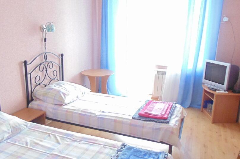 Двухместный номер с 2 кроватями и балконом, Насыпная улица, 12, Феодосия - Фотография 1