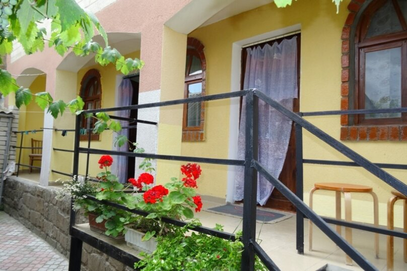 """Гостевой дом """"Надежда"""", улица Айвазовского, 7 на 15 комнат - Фотография 1"""
