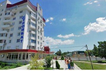 3-комн. квартира, 115 кв.м. на 7 человек, бульвар Старшинова, 10А, Феодосия - Фотография 1