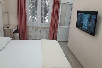 5-комн. квартира, 130 кв.м. на 8 человек, проспект Нахимова, 10, Севастополь - Фотография 2
