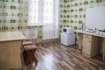 1-комн. квартира, 40 кв.м. на 3 человека, улица Молокова, 12, Советский район, Красноярск - Фотография 3