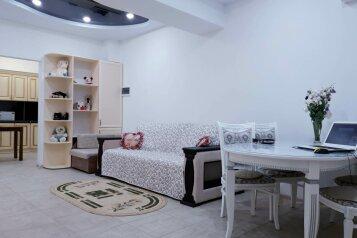 2-комн. квартира, 85 кв.м. на 7 человек, Свирская улица, 22, Лазаревское - Фотография 1