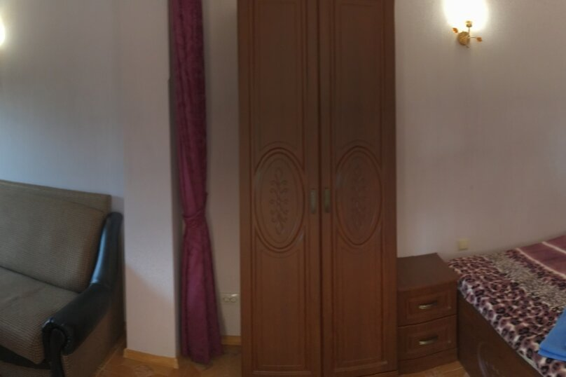 Четырехместный номер с балконом, мкр. Ореховая роща, 3, Джубга - Фотография 1