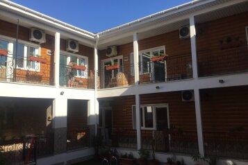 Гостевой дом , улица Шевченко, 27 на 20 номеров - Фотография 2
