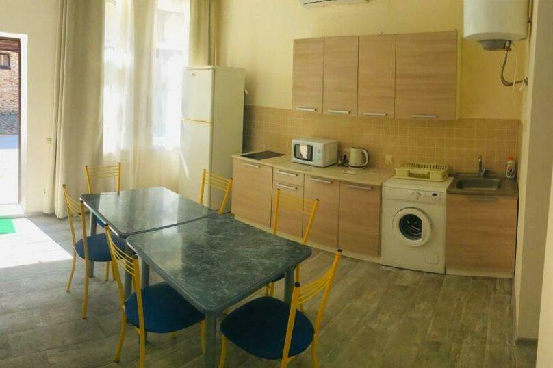 Коттедж, 100 кв.м. на 10 человек, 3 спальни, Массив-Буревесник, 52, Ольгинка - Фотография 1