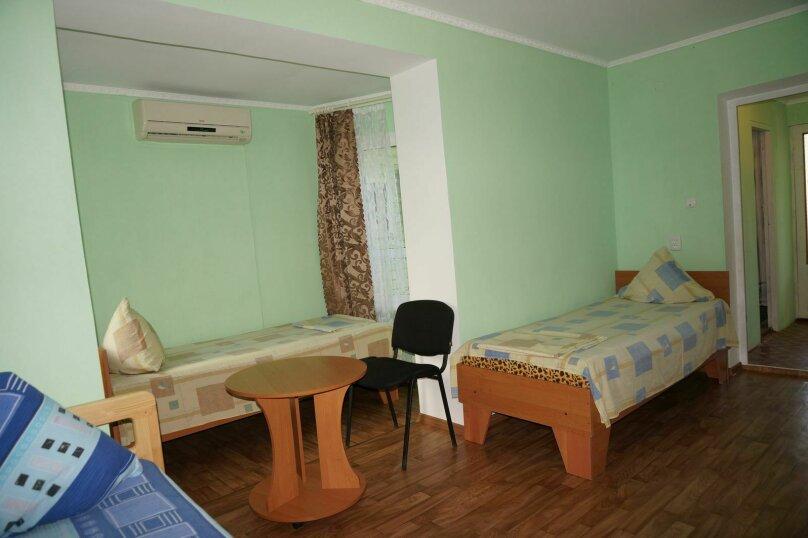 """Гостевой дом """"Приморский"""", улица Бусина, 2 на 12 комнат - Фотография 23"""