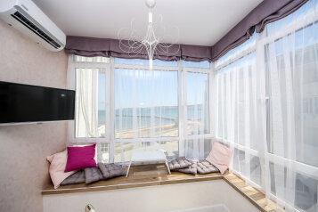 2-комн. квартира, 35 кв.м. на 4 человека, Черноморская набережная, 1Д, Феодосия - Фотография 1