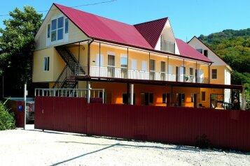 Гостевой дом, улица Разина, 46А на 12 комнат - Фотография 1