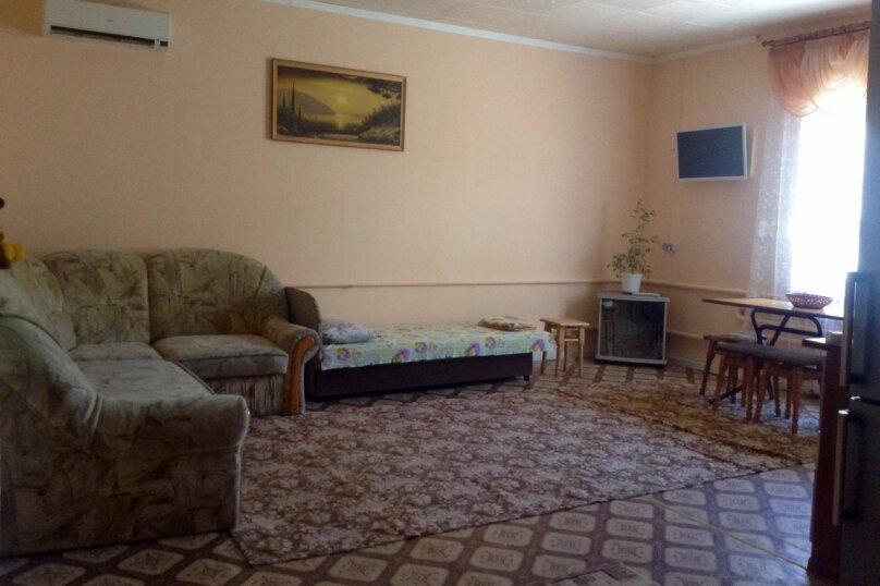 Дом, 80 кв.м. на 8 человек, 2 спальни, Мельников, 16, Судак - Фотография 1